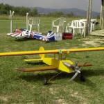 foto di un aeromodello al campo di volo