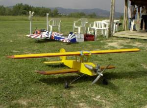 Aeromodellismo dinamico tradizionale, un biplano in legno vintage