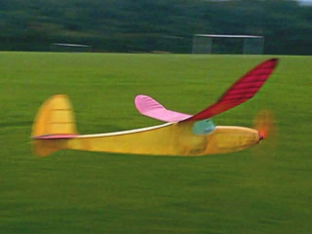 Aeromodello ad lastico in volo