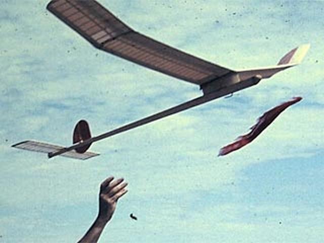 aeromodellismo dinamico a Volo Libero lanciato con fionda.