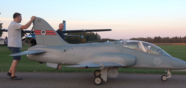 Maxi Modello BAE HAWK 1/2.5 SCALE